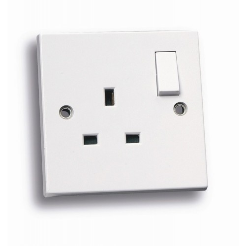 Standard white 1 gang switched socket